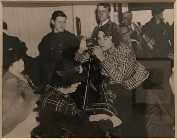 Margaret-Bourke White with her contact, at BR Hauptmann Trial, 1935